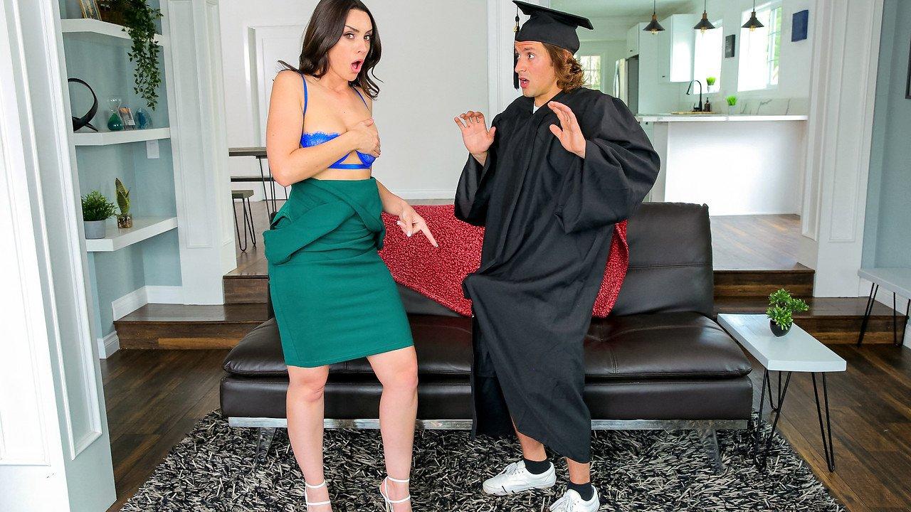 Stepsons Graduation Day – S16:E1